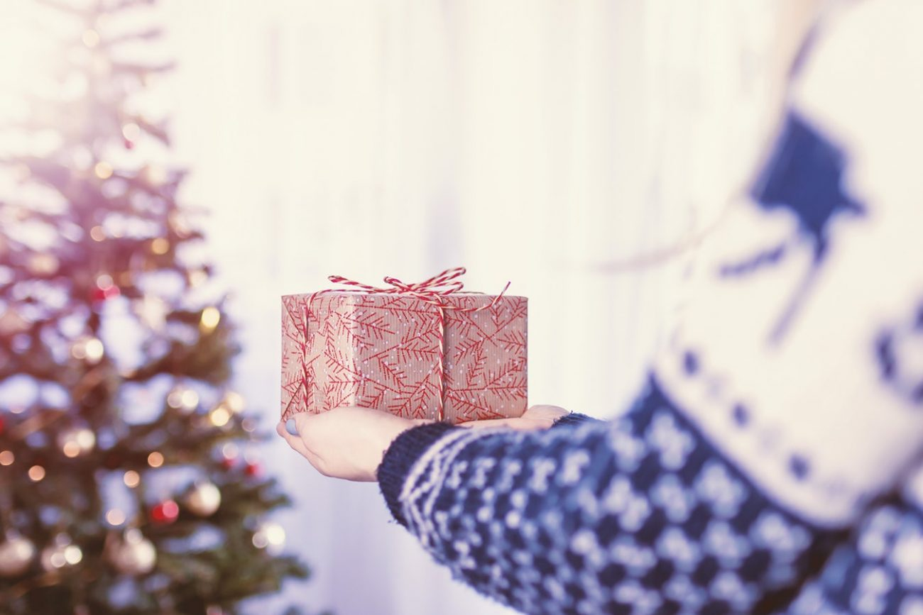 5 Gifts for Elderly Relatives in Assisted Living - Giving Care by ...